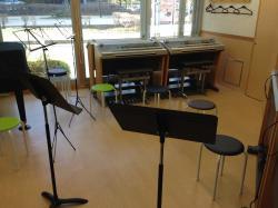 弦/管楽器のレッスンもあります。